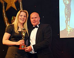Andi Collins from Merial receives BESMA Sales Pro of The Year Award from Lee Hall of Virgin Business Media